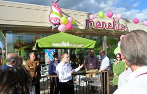 Menchie's Frozen Yogurt Shop Exterior Photo