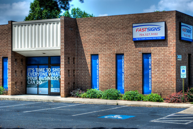 FDD Talk: FASTSIGNS Franchise Review (Financial Performance Analysis, Costs, Fees, and More)